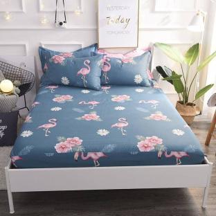 Простынь на резинке 180x200 см Фламинго и цветы