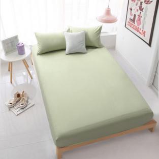 Зеленая простынь на резинке